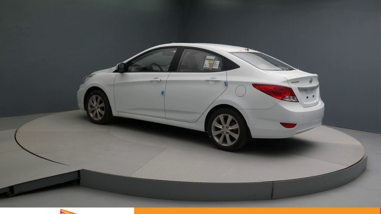 2017 Crystal White Hyundai Accent Sedan Am130009