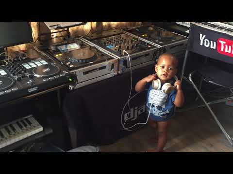 Dj Arch Jnr's little sister showing us how easy djing really is, just press play lol.