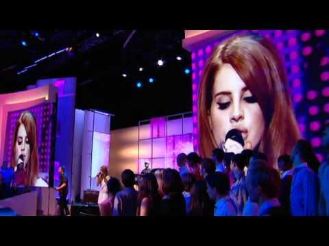 Lana Del Rey - Blue Jeans (Live @ France)