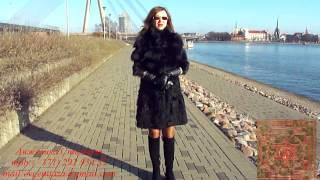 видео Дубленка женская из натуральной овчины с капюшоном, отделка лиса