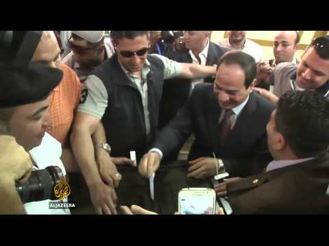 Egypt extends presidential poll by a day