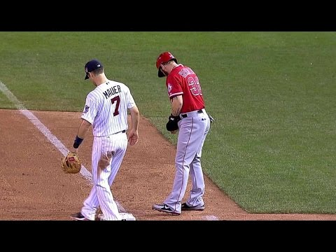 LAA@MIN: Hamilton exits with apparent injury in 8th