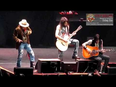 Guns N' Roses GNR - Patience (Rose to Ashba like Father to Son 6:50) live in Jakarta Indonesia 2012