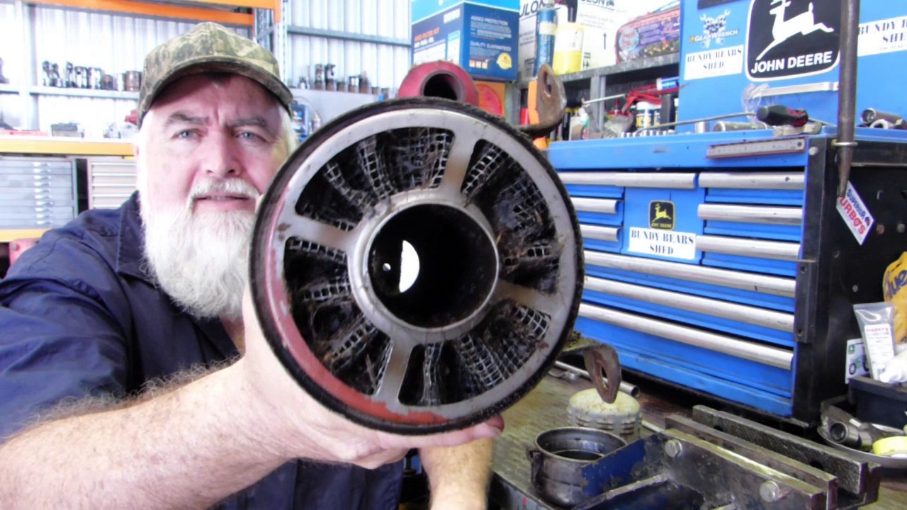 How does your Ferguson TE20 Air Cleaner work?
