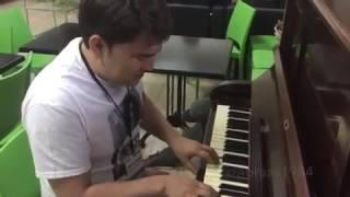 Азамат Мусагалиев поет песню Юрия Антонова