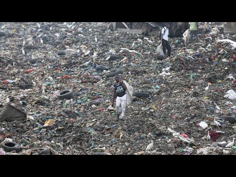 Gabon: Children survive scavenging for items at garbage dump to sell