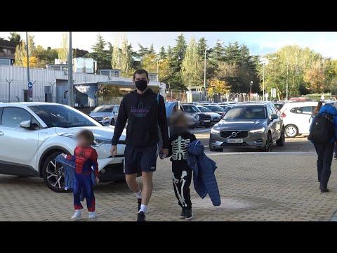 Casillas lleva al colegio a sus hijos disfrazados para celebrar Halloween