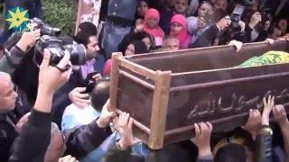 بالفيديو لحظة خروج جثمان الفنان ممدوح عبد العليم من  مسجد مصطفي محمود