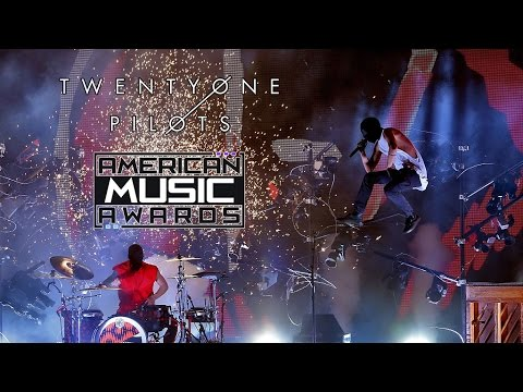 twenty-one-pilots-heathens-stressed-out-live-at-amas-2016-1080p-hd