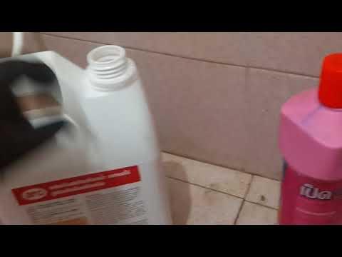 กำจัดคราบสนิมหนาๆ ในห้องน้ำ ด้วยน้ำยาล้างห้องน้ำกรดไฮโดรคลอริก เข้มข้น