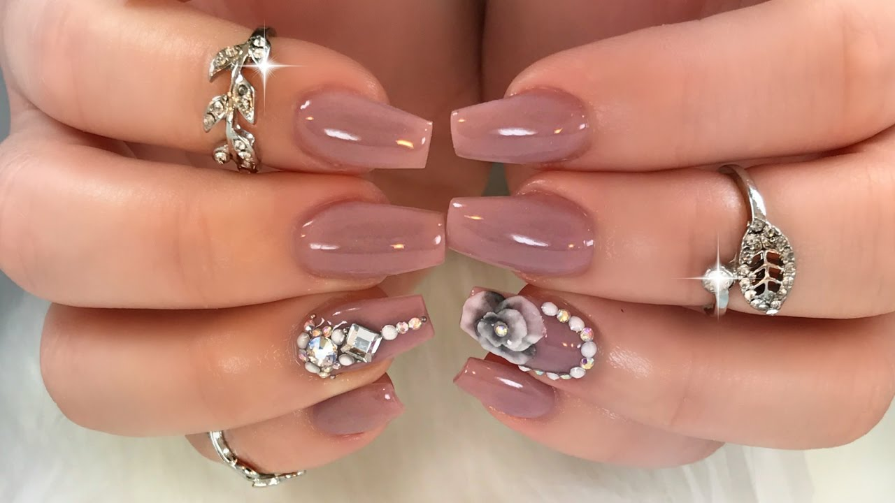 Gorgeous job appropriate bling nails youtube for Unas con piedras swarovski