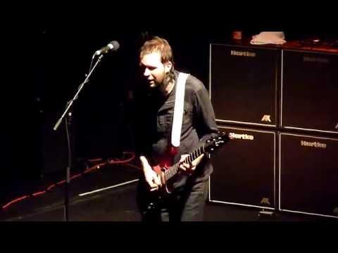 Mr Big-Temperamental-(Guitar solo Paul...