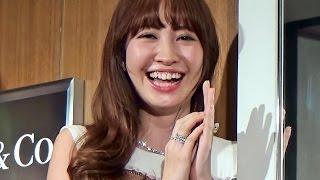 2015年4月23日 神奈川・横浜 AKB48の小嶋陽菜さんがティファニー 横浜ラ...