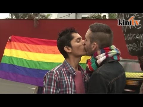 In Peru, gay couples kiss to protest media censorship