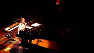 Tori Amos - Way Down - Live Clip Night of Hunters Tour - Royal Albert Hall - 2/11/2011