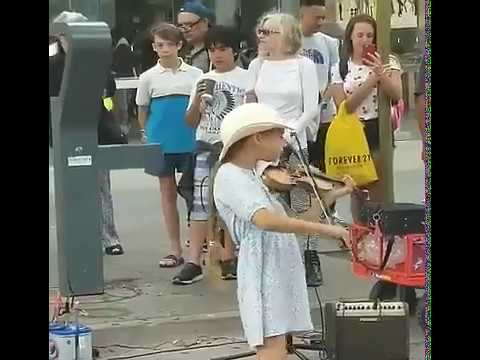 Violin girl/street performer in Santa Monica