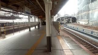三ノ宮駅を通過する西武40000系10両