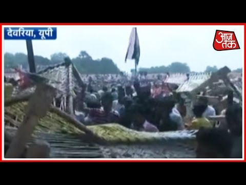 Farmers Loot Khatiyas From Rahul Gandhi's Khat Panchayat In Deoria, UP