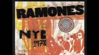 17 i Dont Wanna Walk Around With You - The Ramones NYC LIVE 1978