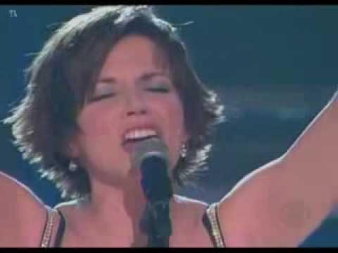 Martina McBride - Concrete Angel (Grammy's)