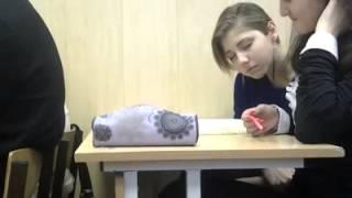 Девушка засыпает не лекции