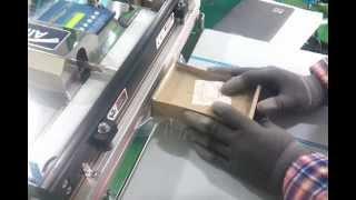 탁상형 노즐식 진공포장기로 핸드폰 부품박스