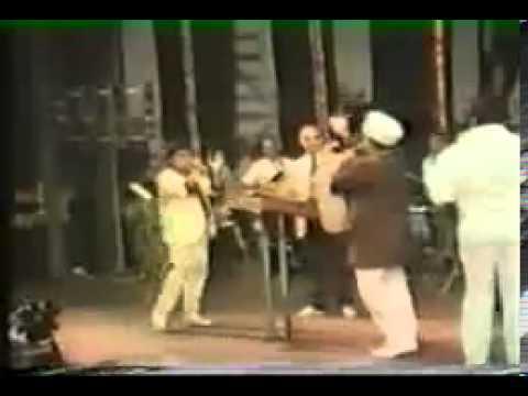 De de pyar de  Kishore Kumar Live