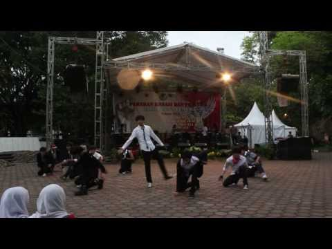 "EXO Growl ""으르렁"" & MAMA remix by EXA at Balai Kota Bandung."