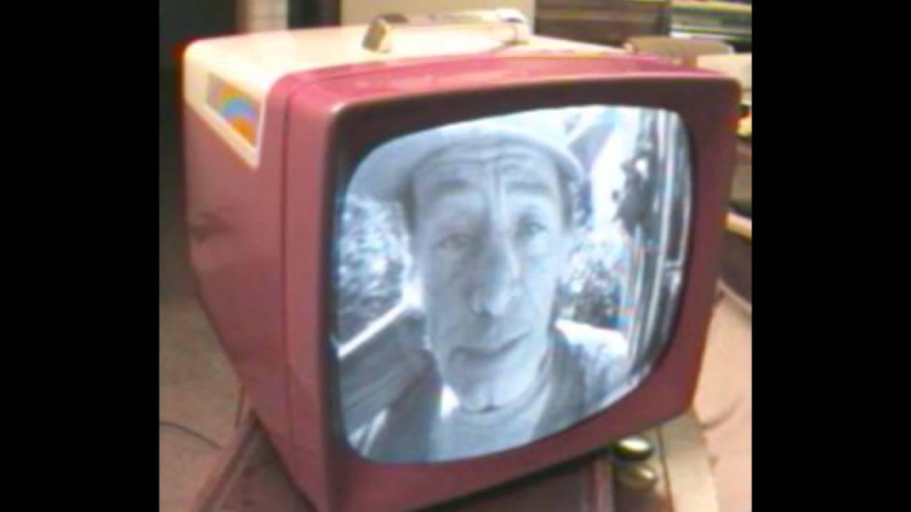 Televisores antiguos youtube for Fotos de televisores