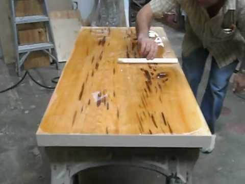 Epoxy table top bancada resina alto brilho youtube for Resina epoxi madera