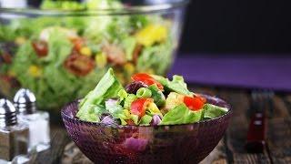 Мексиканский салат с соусом из авокадо