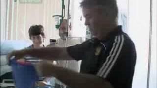 Russian team visited oncological hospital(Сборная России по футболу посетила онкологическое отделение детской клинической больницы в Москве.