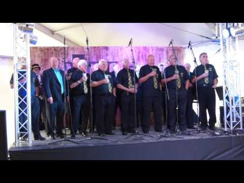 Newquay Rowing Club Singers Close Newquay Fish Festival 2016
