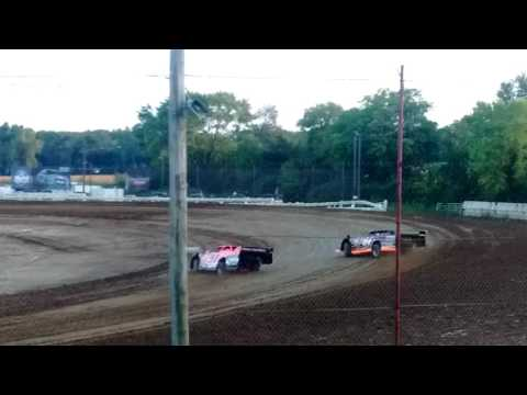 Rusty Schlenk's heat race at Quincy Raceways 8/28/16
