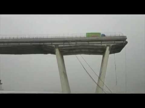 Il ponte dell'autostrada crolla a Genova, Italia | 14 08 2018 | Motorway bridge collapses in Genoa thumbnail