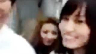 AKB48のマジすか学園の撮影の合間に宮澤佐江と前田敦子が撮った映像です...
