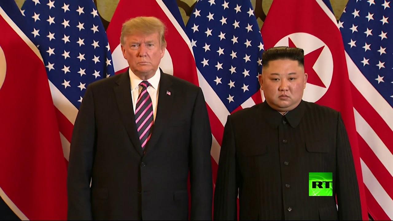 مصافحة ترامب وكيم جونغ أون في انطلاق أعمال القمة بينهما في هانوي