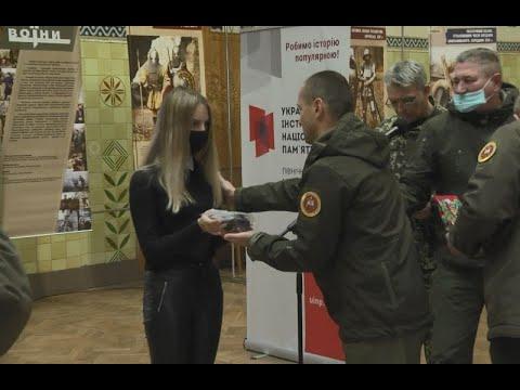 mistotvpoltava: В Полтаві дітям загиблих атовців вручили медальйон «Батьківське серце»