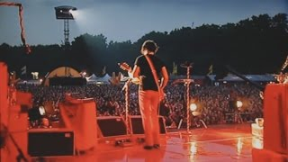 The White Stripes - I'm Slowly Turning Into You. Live O2 Wireless Festival 2007. 2/4