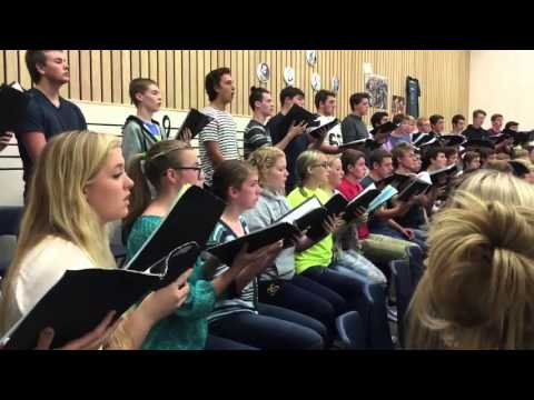 Canby High School choir sings hymn in tribute to Oregon shooting victims
