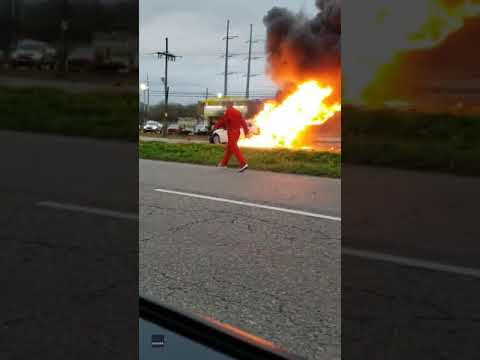 The Woody Show - Hero Bystanders Pull Woman from Flaming Car