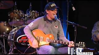 bonamassa visits the musician s institute to answer guitar students questions