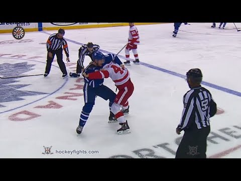 Darren Helm vs Zach Hyman Mar 24, 2018
