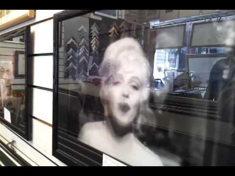 Marilyn Monroe Blowing Kiss