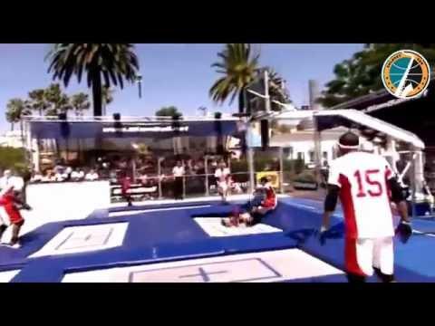 Slamball брутальный вид баскетбола.