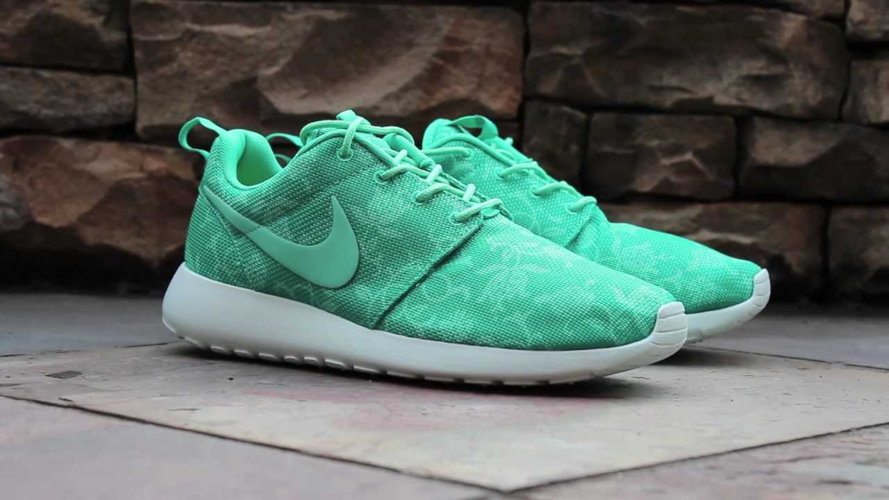 702accf74cde4 Quick Look  Roshe Run GPX - Atomic Teal - YouTube