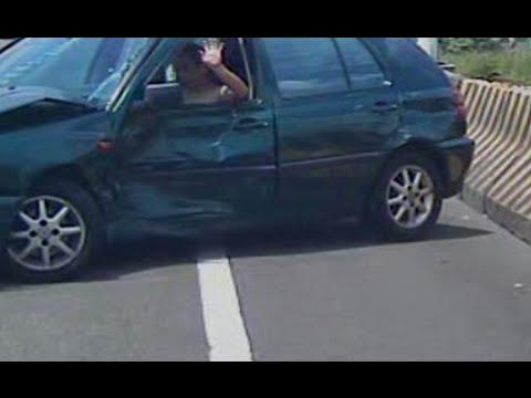 男子全裸逆向開車上匝道 竟直接迴轉擦撞休旅車