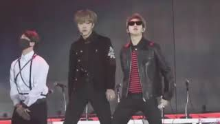BTS bailando movimiento naranja