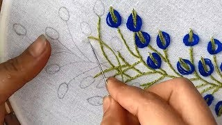 Bordando a Mão – Lírios Azuis