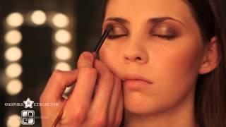 Медный блеск - вечерний макияж от Дениса Горбунова.mp4(Использовали: - коричневый карандаш (на подвижное веко) - коричневые,бронзовые, золотые, сине-зеленые тени,..., 2012-12-09T14:13:07.000Z)
